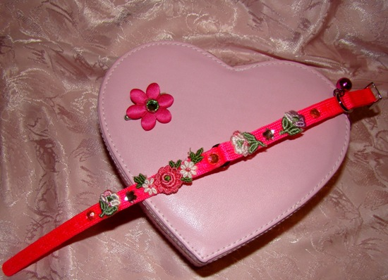HOT PINK FLOWER COLLAR