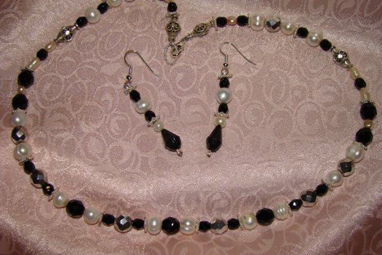 Black White Beauty, Pearl Gem Necklace