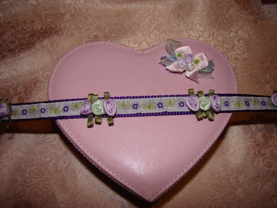 Purple green ribbon roses collar