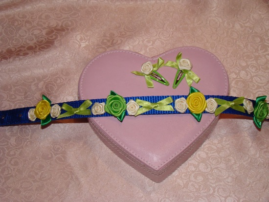 GREEN YELLOW BLUE BOWS AND FLOWERS COLLAR