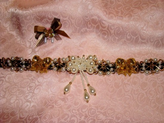 Pearls on Gold Links Collar